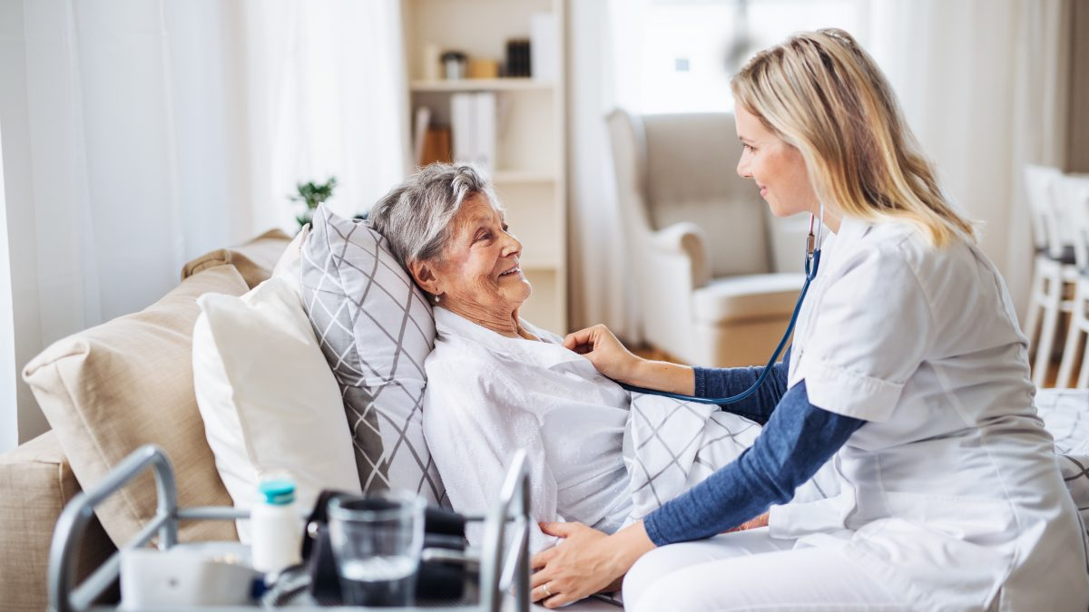 , Pneumonia in Seniors: Symptoms, Treatment, and Prevention